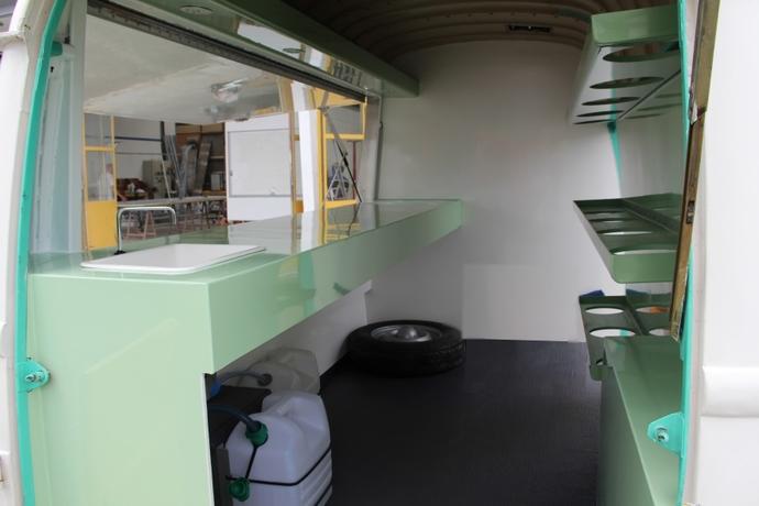 Fabricant de camions magasin et remorques magasin de for Interieur estafette
